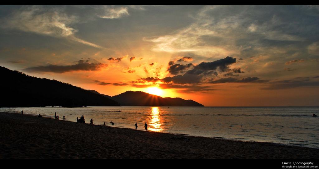 Sunset at Batu Feringghi. Photo: Me + Camera = My
